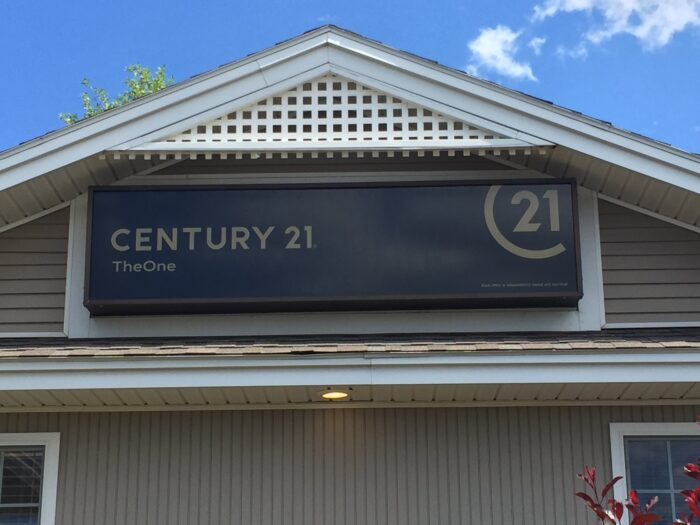 Century 21 sign installation by Daniels Signs